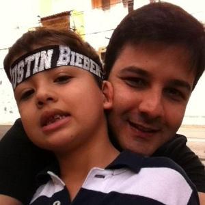Miguel, filho da Nívea Stelmann, vai ao show de Justin Bieber com o tio, Francisco Júnior (5/10/11)