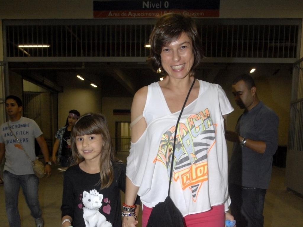 Maria Paula leva a filha ao show de Justin Bieber no Rio de Janeiro (5/10/11)