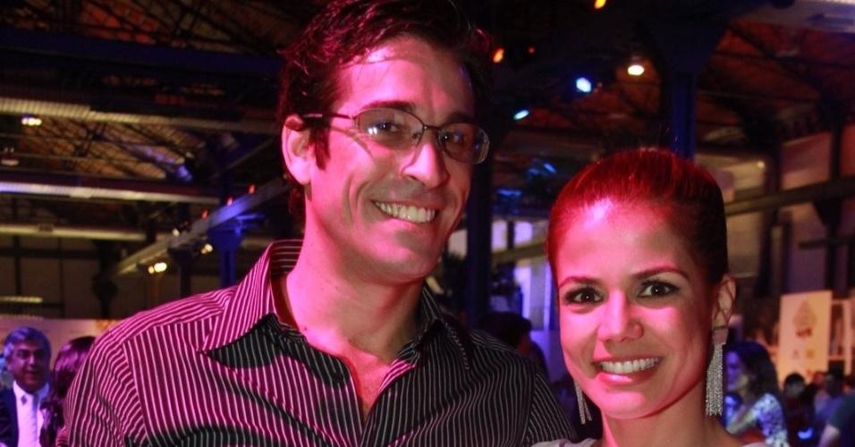 Após relacionamento com Elano, Nívea Stelmann vai à premiação com o novo namorado (6/10/11)