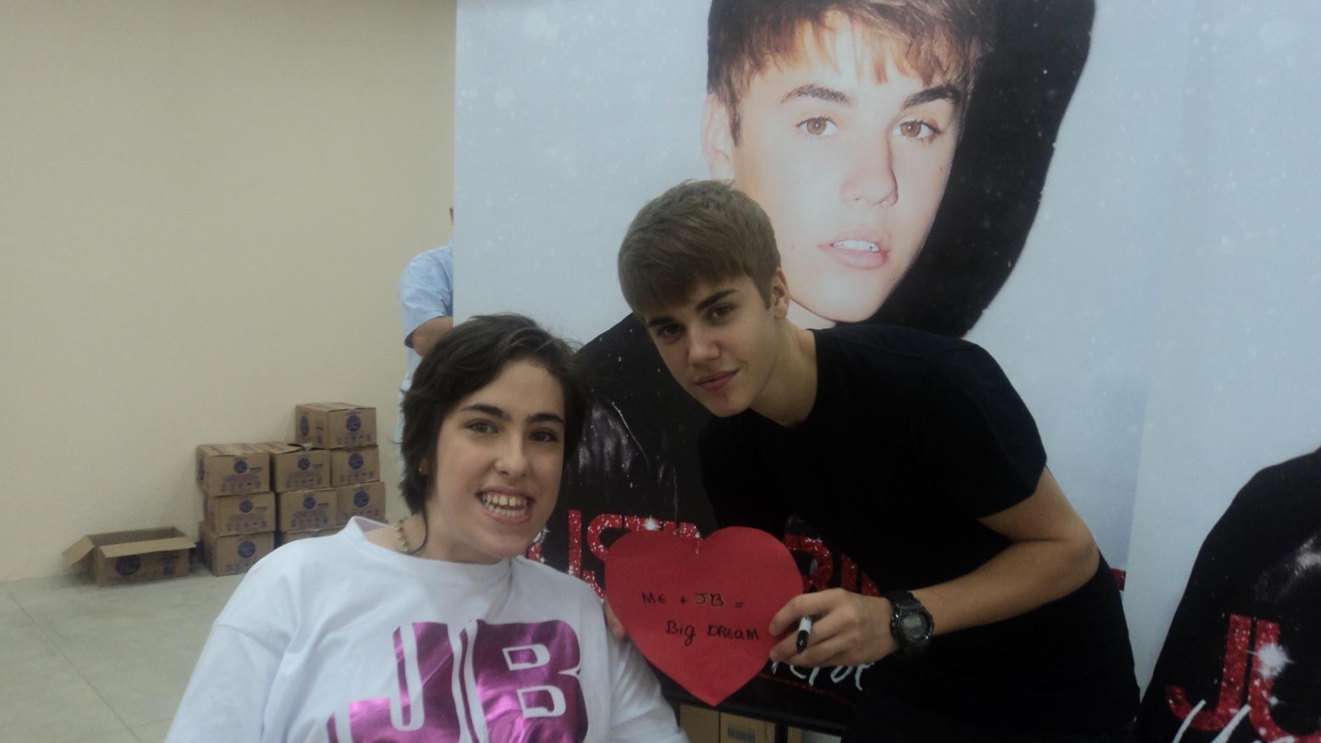 Justin Bieber recebe fã no camarim, no Rio de Janeiro (6/10/2011)