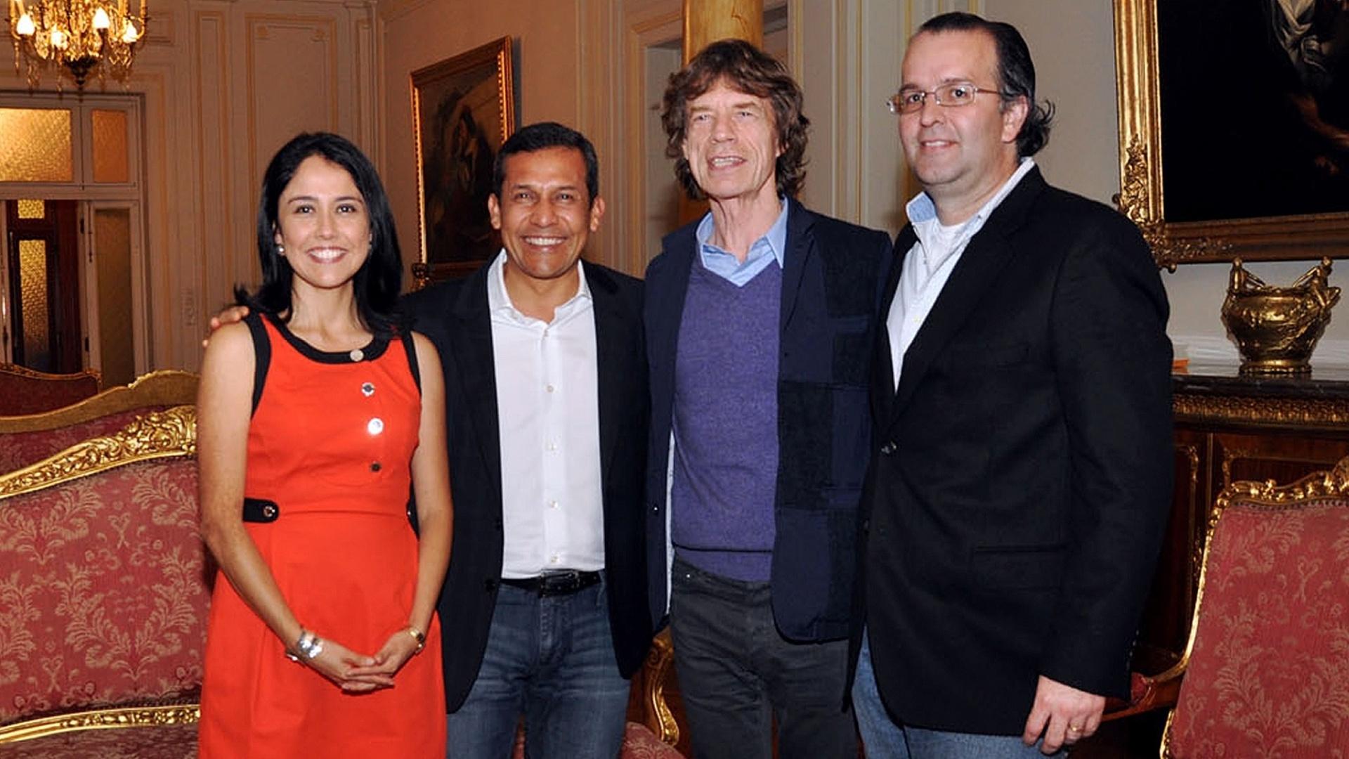 Mick Jagger com presidente peruano Ollanta Humala, primeira dama Nadine Heredia (esq.) e José Luis Silva (dir.), ministro do Turismo do país