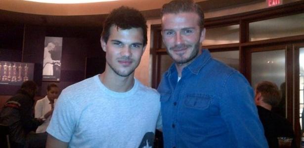 David Beckham encontra Taylor Lautner nos bastidores do Cirque du Soleil