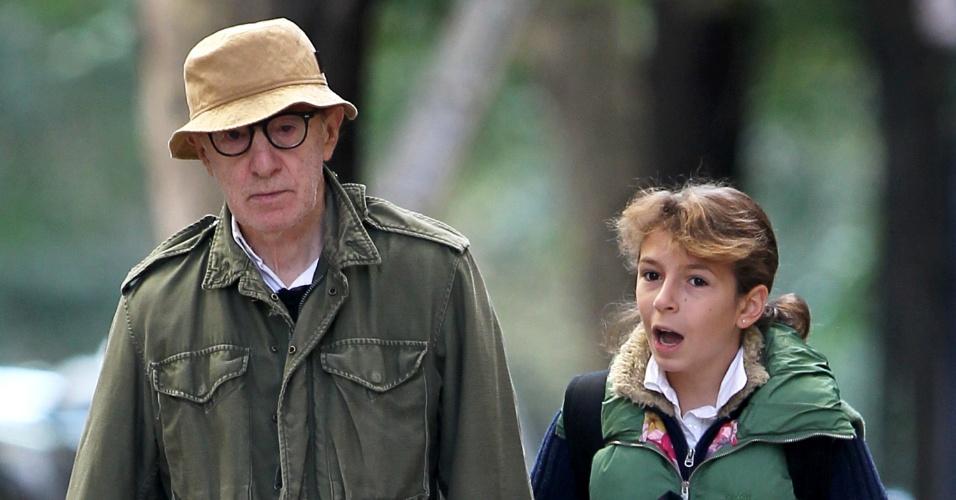Woody Allen leva a filha Manzie Tio Allen para escola em Nova York (3/10/2011)