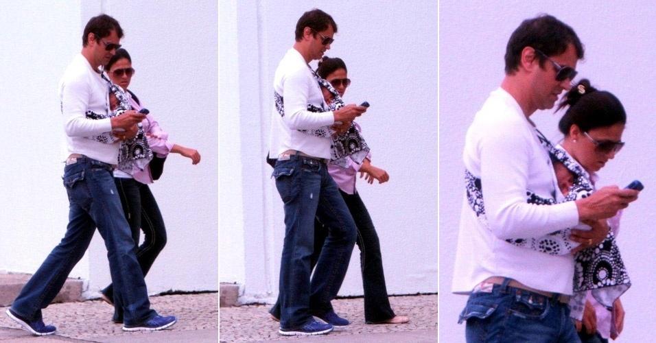 Marcello Antony é fotografado com a mulher, Carolina Hollinger, e com o filho Lorenzo (15/10/11)