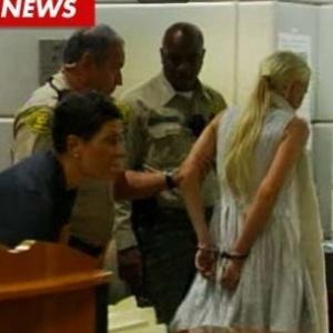 Lindsay Lohan deixa a corte algemada, após ter liberdade condicional revogada (19/10/2011)