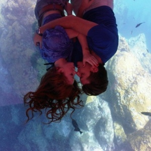 Marina Ruy Barbosa e Klébber Toledo curtem momentos românticos em Fernando de Noronha (18/10/2011)