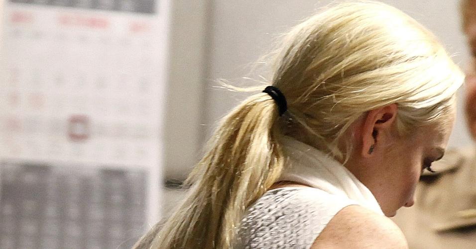 Lindsay Lohan sai algemada do tribunal após pagar fiança de 100 mil dólares (19/10/2011)