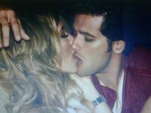 No Twitter, Giovanna Ewbank posta foto beijando Bruno Gagliasso (20/10/2011)