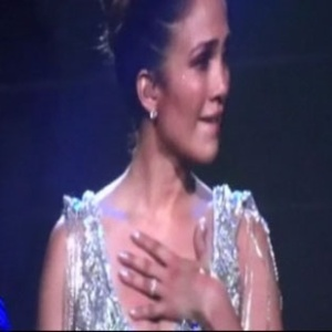 A cantora Jennifer Lopez chora durante apresentação em Connecticut, nos EUA (22/10/2011)