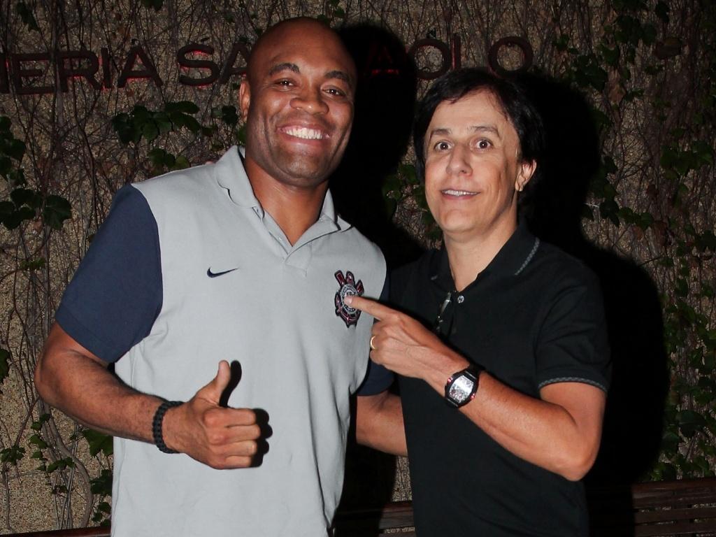 Anderson Silva e Tom Cavalcante jantam juntos em São Paulo (25/10/2011)
