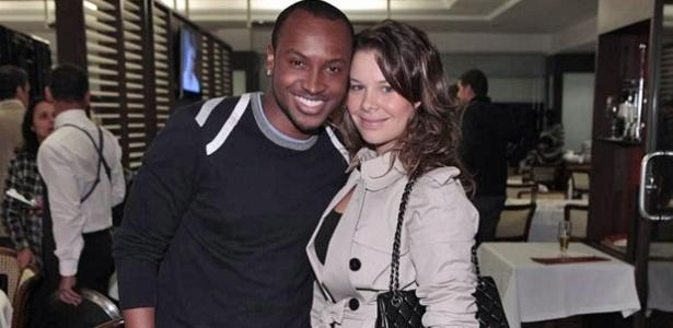 O cantor Thiaguinho e a atriz Fernanda Souza (21/10/2011)