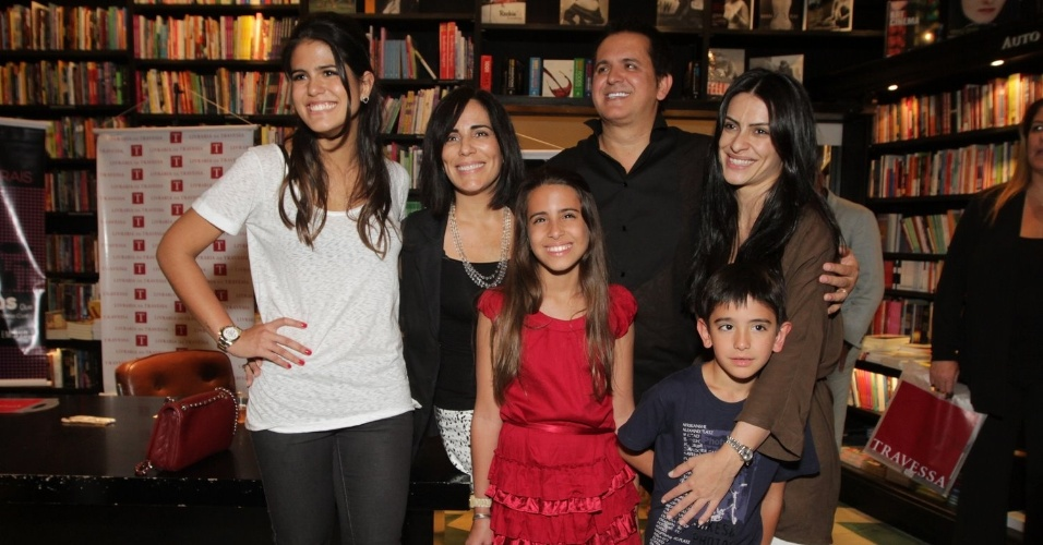 Orlando Moraes lança DVD no Rio de Janeiro com presença da mulher Glória Pires e dos filhos (26/10/2011)