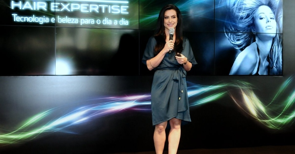 Cléo Pires palestra em evento sobre beleza em São Paulo (01/11/2011)