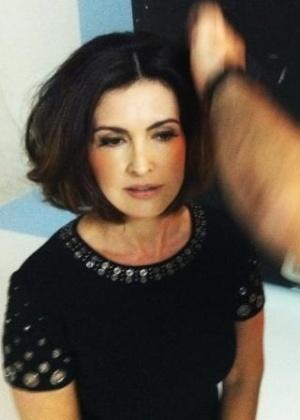 Fátima Bernardes é maquiada para ensaio de revista (01/11/2011)