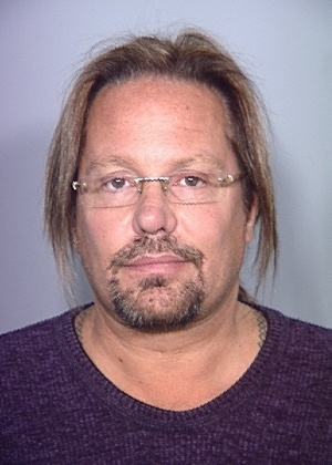 Vince Neil em foto criminal por dirigir embriagado (15/02/11)