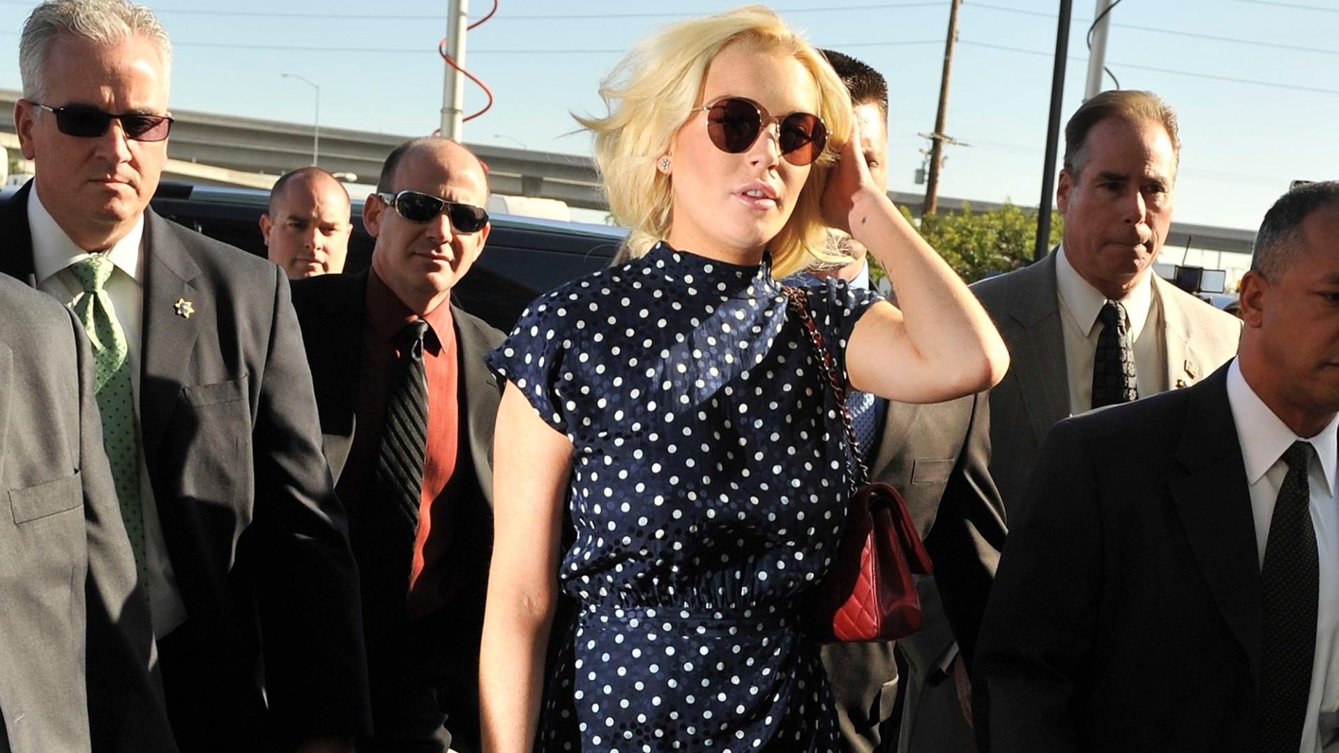 Lindsay Lohan chega para audiência e pode voltar para prisão (2/11/11)