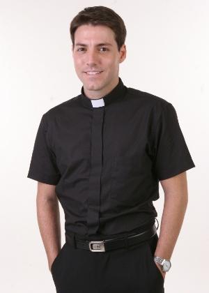 """Diogo Picchi é o padre Bento de """"Amor e Revolução"""" (outubro/2011)"""