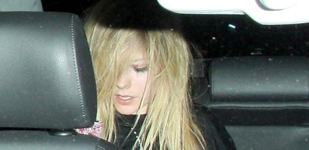 Após briga, é divulgada foto de Avril Lavigne com rosto machucado (7/11/2011)