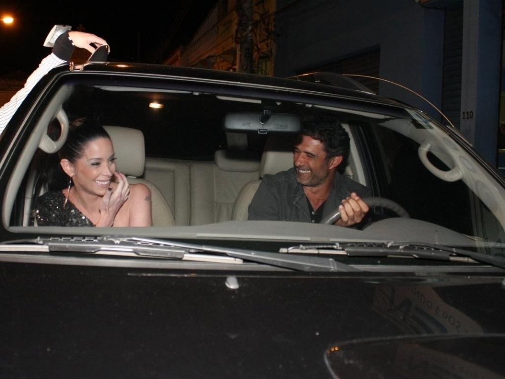 Aumentando os rumores de que estão juntos, Dani Winits e Marcos Pasquim vão embora juntos de teatro (7/11/2011)