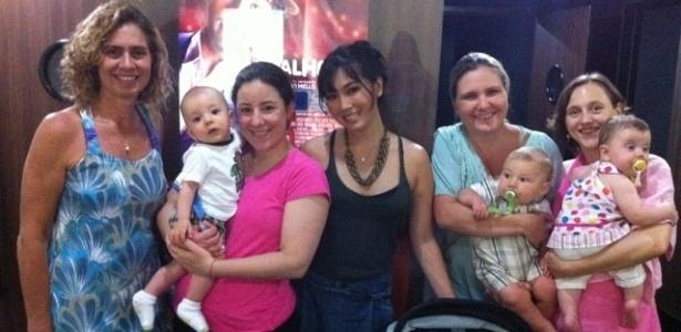 Daniele Suzuki vai ao cinema com o filho e posta a foto no Twitter (10/11/11)