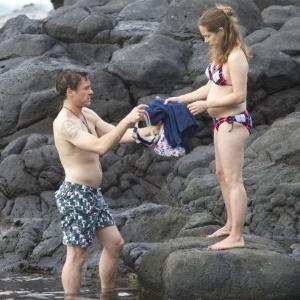 Robert Downey Jr, curte praia no Havaí ao lado da mulher, grávida de cinco meses (16/11/2011)