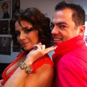 Giovanna Antonelli faz ensaio vestida de vermelho para a revista