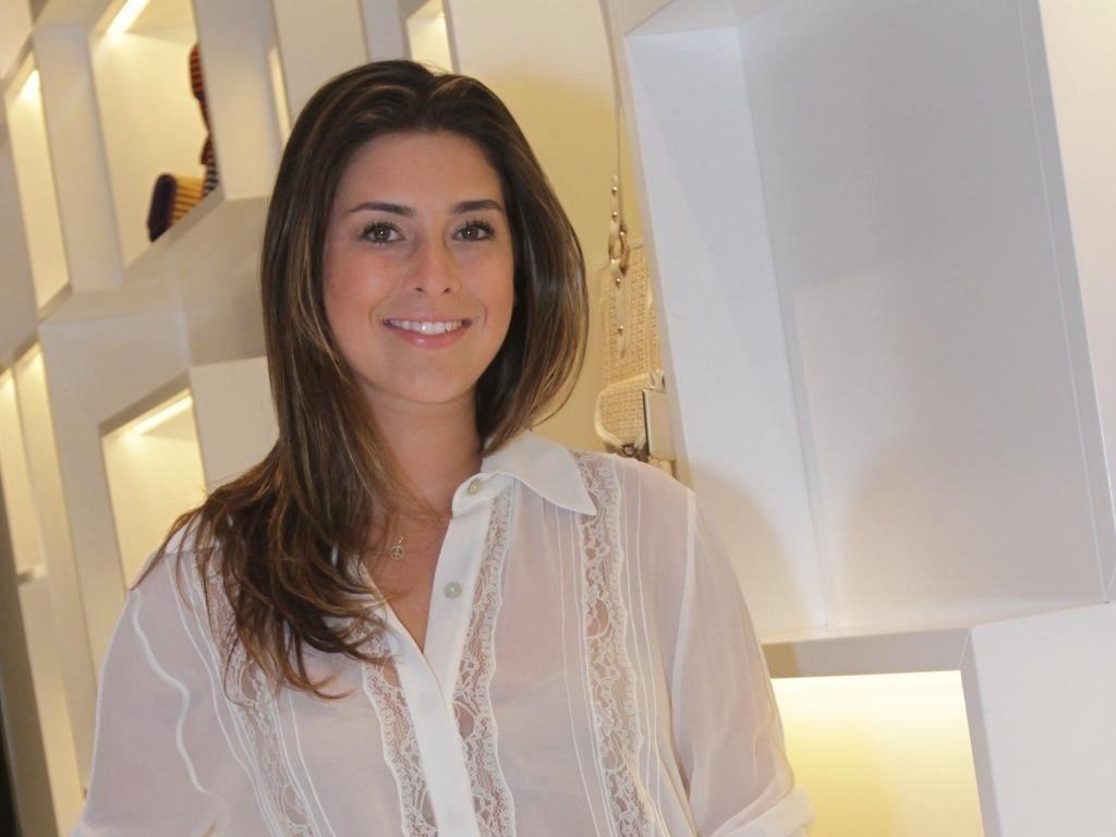 Fernanda Paes Leme vai a inauguração de loja no Leblon, na zona sul do Rio de Janeiro (22/11/11)