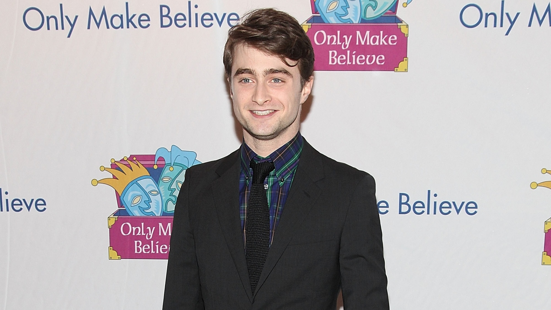o ator Daniel Radcliffe participa do jantar anual 
