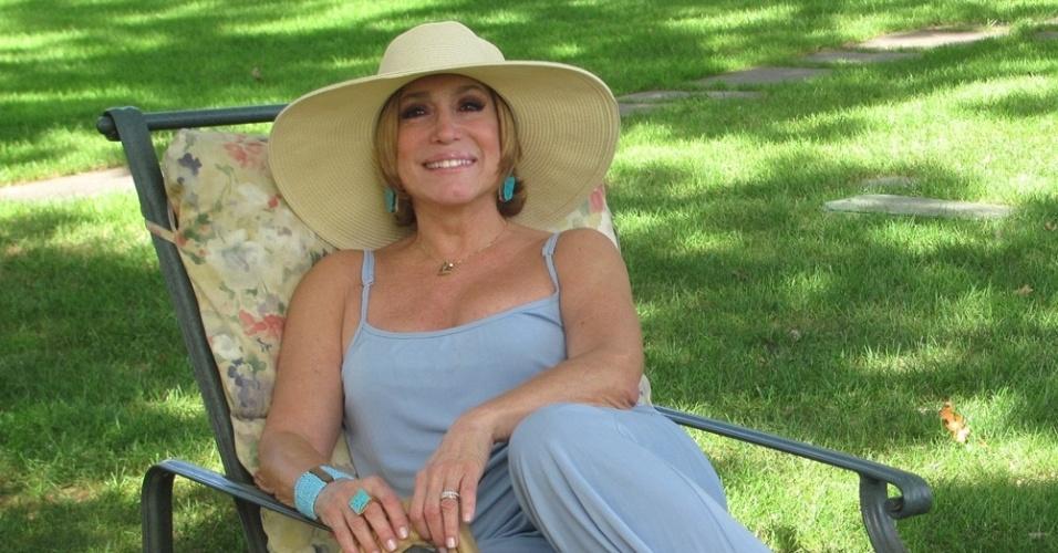 A atriz Susana Vieira posa para ensaio fotográfico (2011)