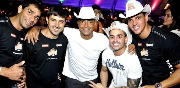 Romário e amigos se divertem em show de Jorge & Mateus no Rio de Janeiro (27/11/2011)