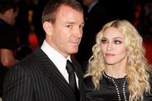 Guy Ritchie. Foto do site da UOL Televisão que mostra Madonna e Guy Ritchie chegam a acordo pela guarda do filho, diz site