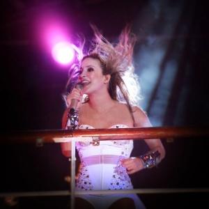 Claudia Leitte em show em prol do ex-pugilista Reginaldo Holyfield