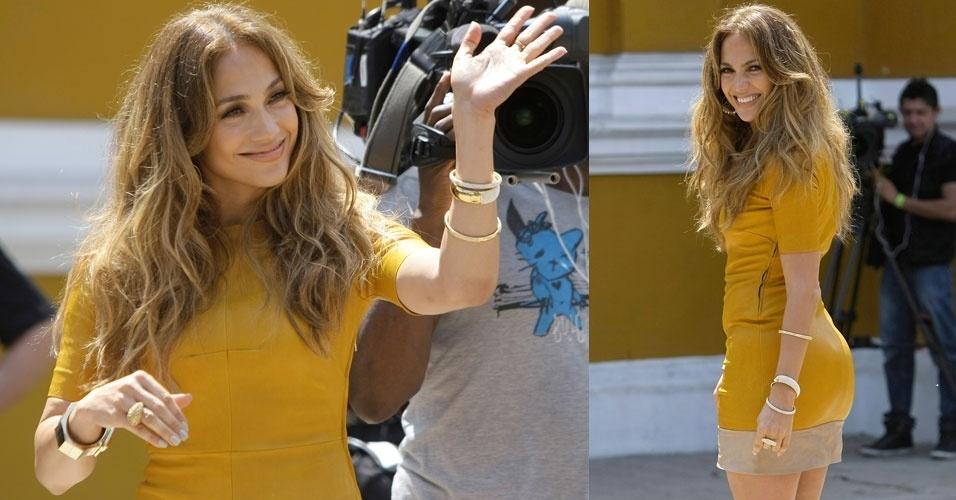 Jennifer Lopez acena durante gravações de episódios para seu reality show