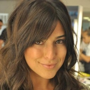 Fernanda Paes Leme muda o visual e posta a foto no Twitter (7/12/11)
