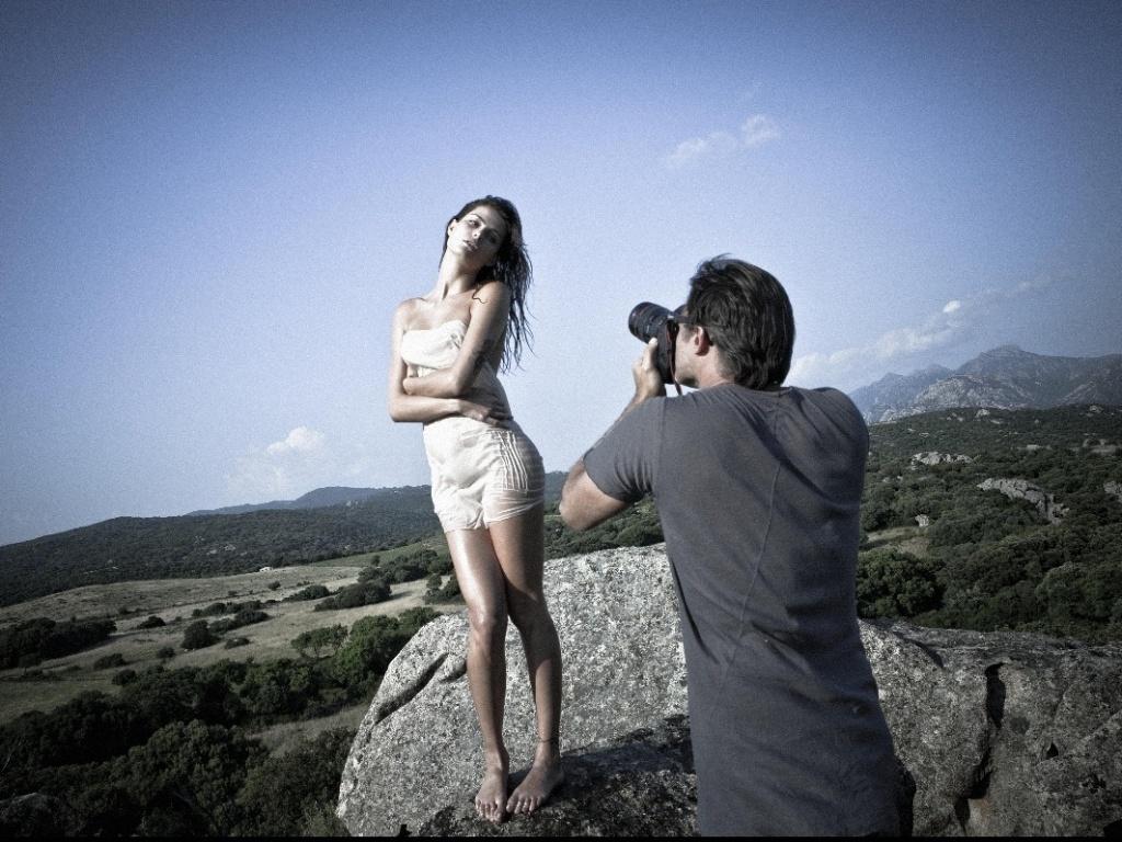 Isabeli Fontana posa para o Calendário Pirelli 2012