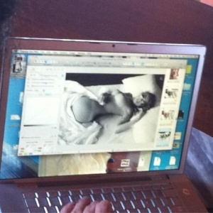 Luana Piovani posa nua para revista e mostra foto no Twitter (9/12/11)