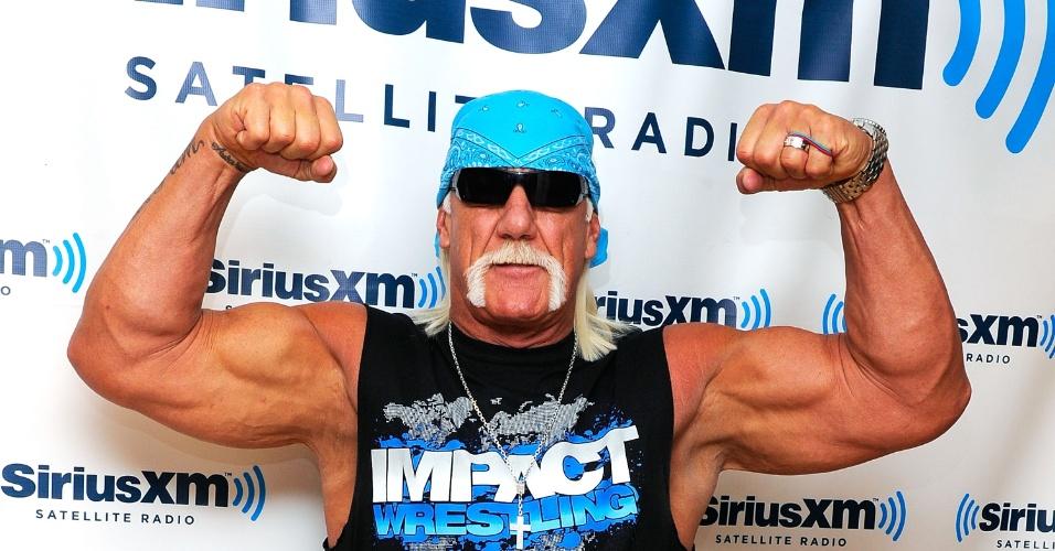 """O ator e lutador Hulk Hogan em visita ao estúdios """"SiriusXM"""" em Nova York (13/10/11)"""