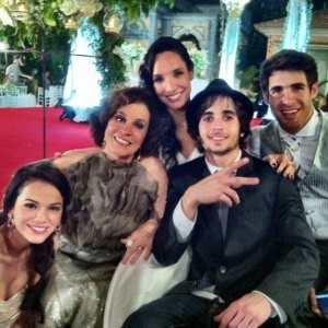 Da esquerda para a direita, Bruna Marquezine, Stella Miranda, Maria Maya, Fiuk e Raoni Carneiro durante gravação de