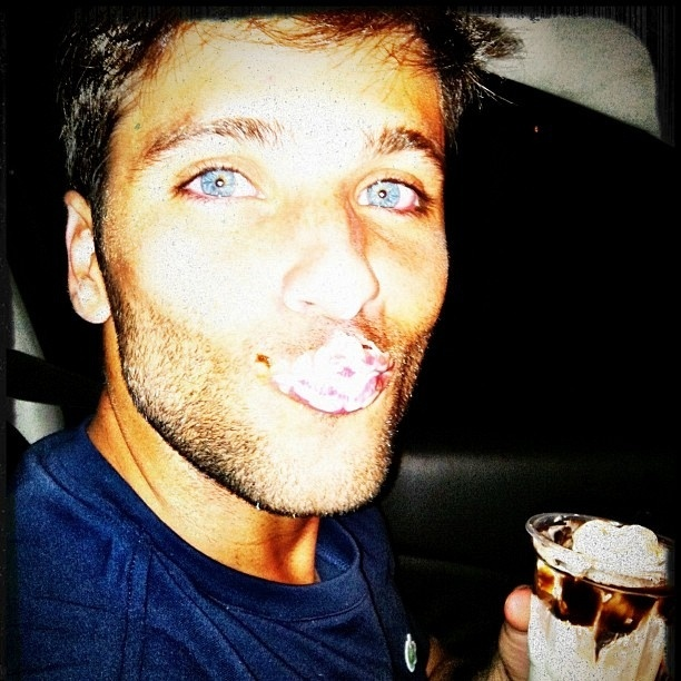Giovanna Ewbank posta no Twitter foto de Bruno Gagliasso (13/12/2011)
