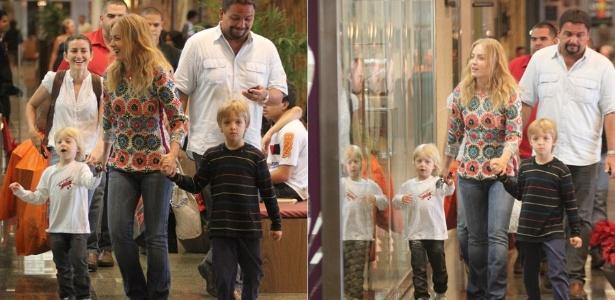 Angélica passeia em shopping com os filhos (19/12/2011)