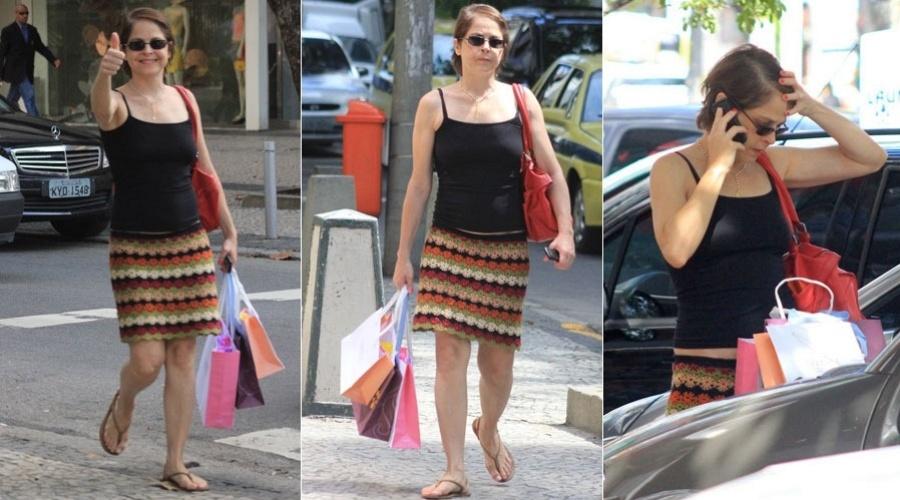 Drica Moraes vai às compras em Ipanema, zona sul do Rio (20/12/11)