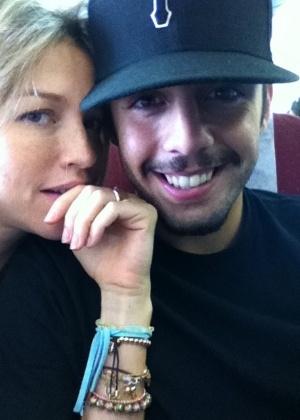 Luana Piovani posta foto ao lado de Pedro Scooby (27/12/2011)