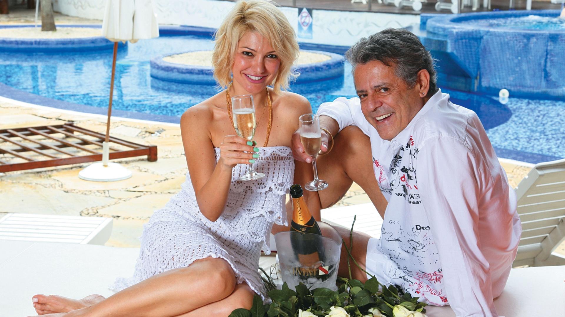 Marcos Paulo comemora sua recuperação ao lado da namorada, Antonia Fontenelle (dez./2011)