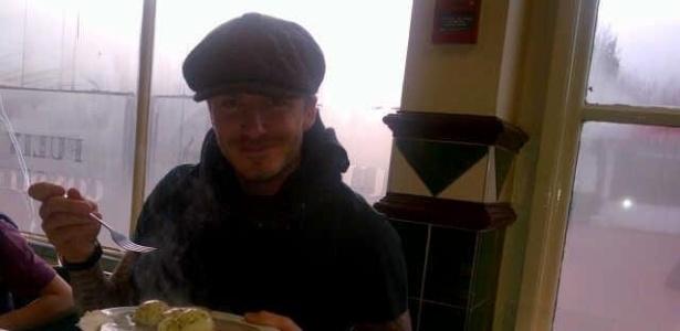 David Beckham almoça em restaurante mostra imagem pelo Facebook (29/12/2011)