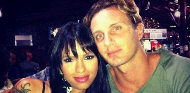 A ex-BBB Ariadna e o namorado, Gabriele Benedetti (30/12/2011)