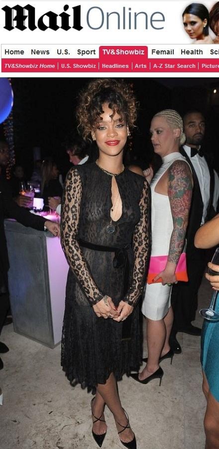 Rihanna exibe piercing no mamilo em festa de Ano Novo (31/12/11)