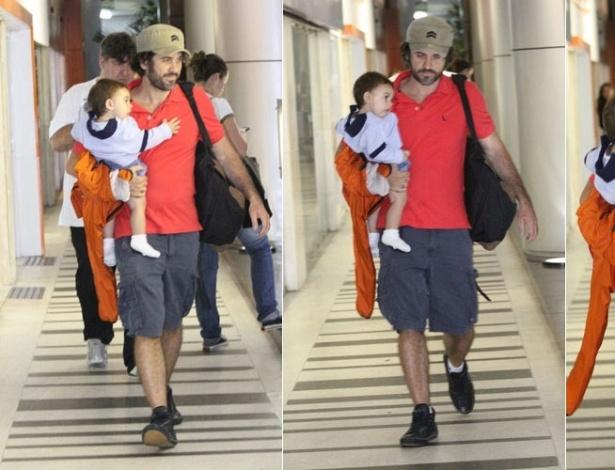 Eriberto Leão passeia com o filho em shopping da zona sul carioca (7/1/2012)