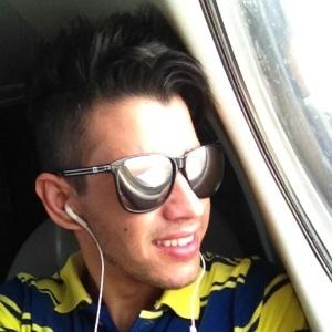 Pelo Twitter, Gusttavo Lima mostra foto de viagem para turnê nos Estados Unidos (9/1/2012)