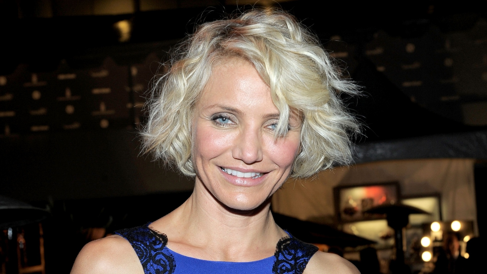 Atriz Cameron Diaz exibe cabelo curto na entrega do Globo de Ouro 2012 (15/12/11)