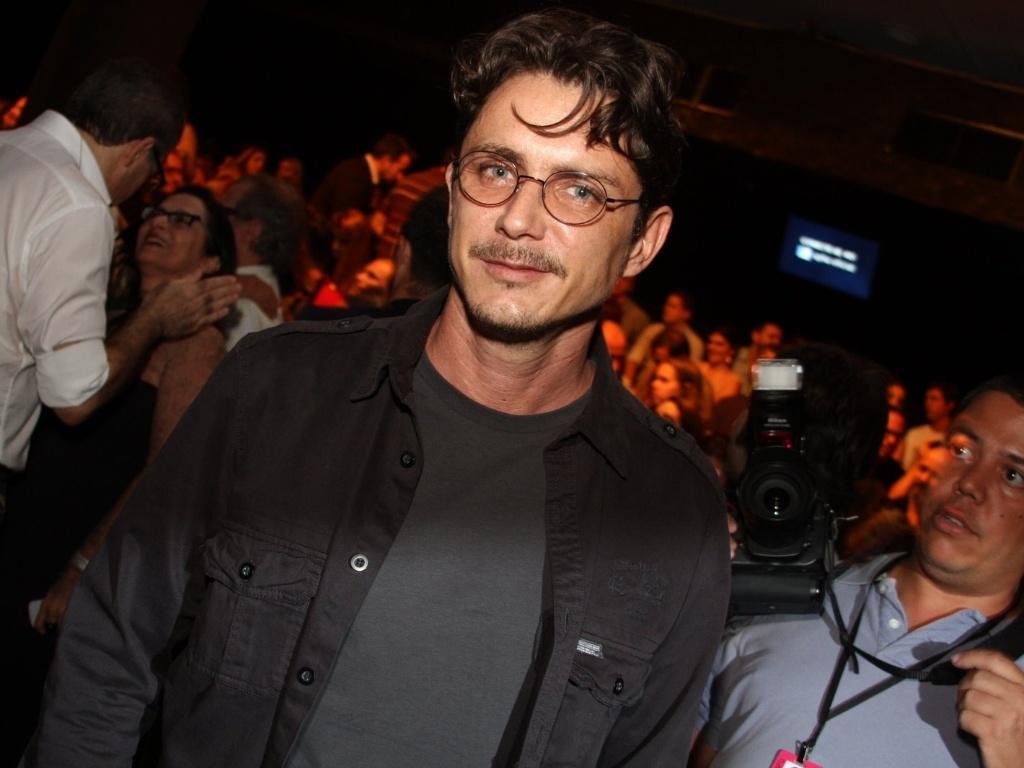 Petrônio Gontijo prestigia o desfile de Lino Vilaventura no São Paulo Fashion Week (23/1/12)